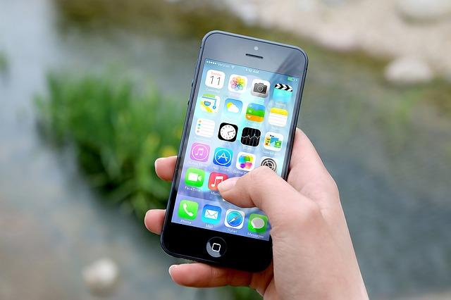 iPhone 4G podbija serca Polaków