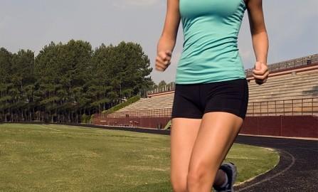 Jak dobrać idealny biustonosz sportowy