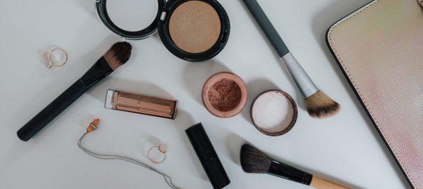 Perfekcyjne wykończenie makijażu z The Balm