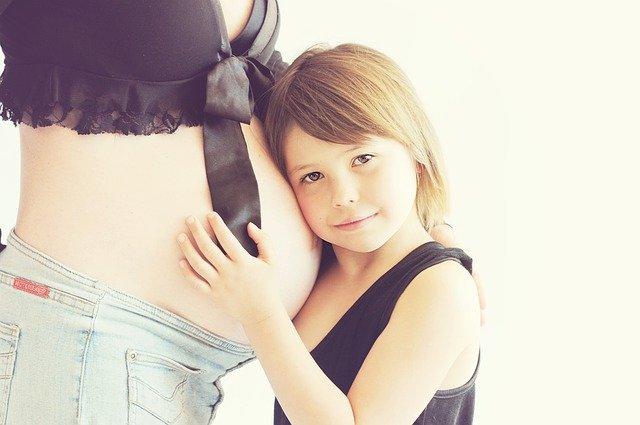 Jak się układa dziecko w brzuchu mamy przed porodem?